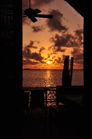 แชงกรีลาส์ วิลลิงกีลี รีสอร์ท แอนด์ สปา: Sunset
