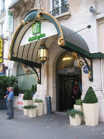 Holiday Inn Paris Gare de Lyon Bastille : Entrée - rue de Lyon