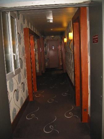 ฮอลิเดย์อินน์ปารีส บาสตีย์: corridors