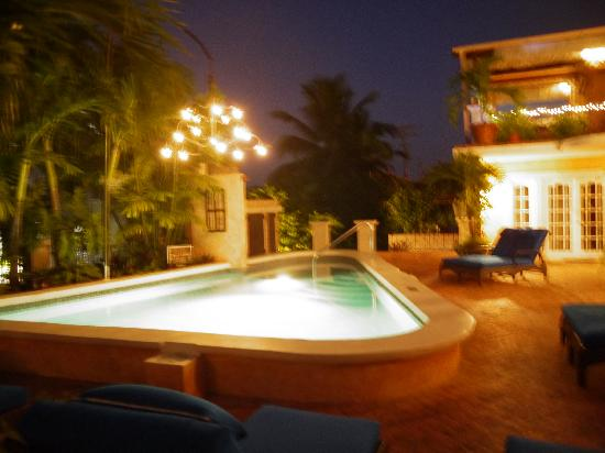 Little Arches Boutique Hotel: the pool deck in the evening.
