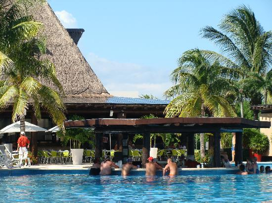 Mayan Palace at Vidanta Riviera Maya: pool bar