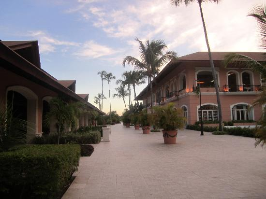 Majestic Colonial Punta Cana: the street of the hotel