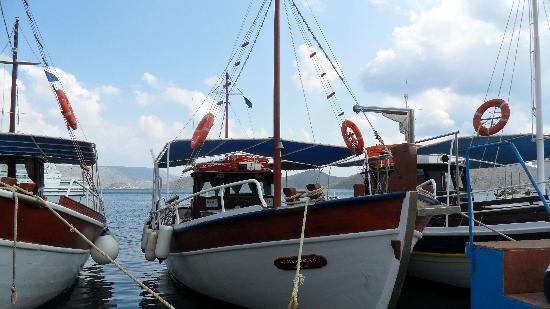 สปินัลลองกา (คาลีดอน): The boat to Spinalonga