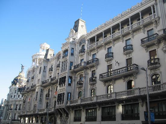 มาดริด, สเปน: gran via - houses, nice avenue