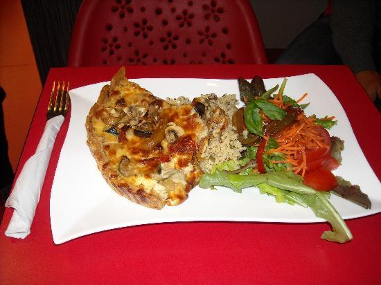 Sint Amandje: quiche with cous-cous and salad