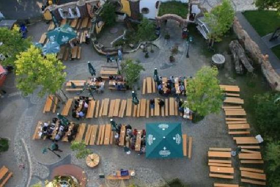 Kuchlbauer-Hundertwasser-Turm: Biergarten