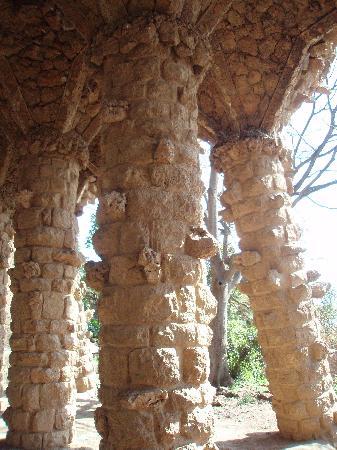 กูเอลปาร์ค: Columnas