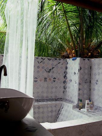 Hotel Playa Manglares Isla Baru: Eco-shower