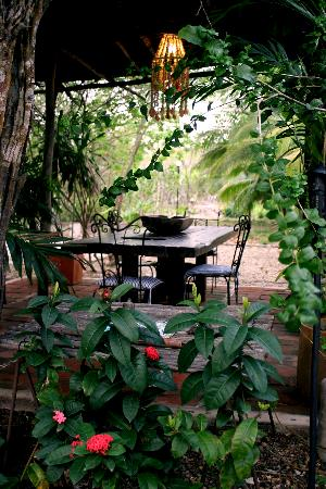 Hotel Playa Manglares Isla Baru: Open dining space