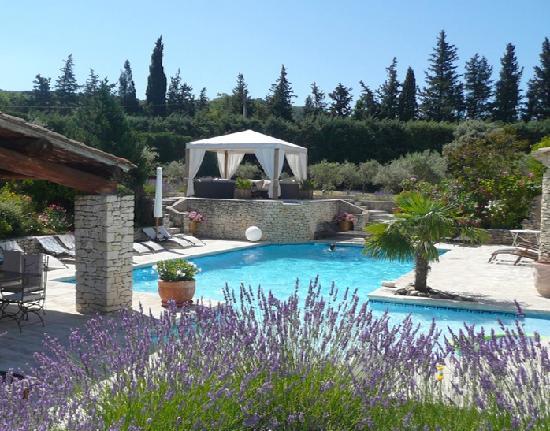 Le Lantana: La piscine