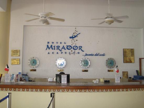 El Mirador Acapulco Hotel: Front desk