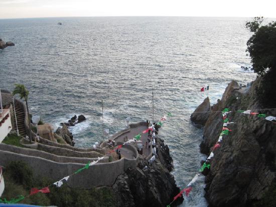 El Mirador Acapulco Hotel: Cliff view from lobby