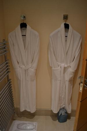 Summerhill B & B: Robes in bathroom