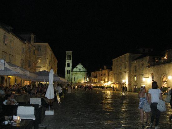 Apartments Ivanovic: Town at night
