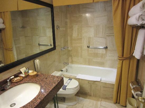 Belmond Hotel Monasterio: Junior Suite Bathroom