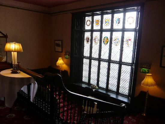 Kitley House Hotel: grand staircase