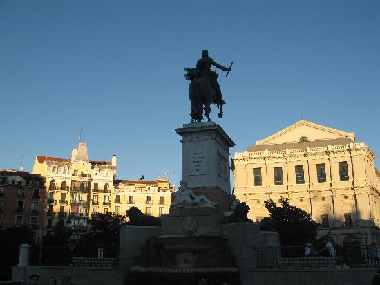มาดริด, สเปน: the royal theatre in a very nice afternoon