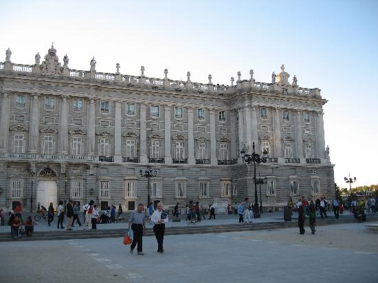 มาดริด, สเปน: the royal palace of madrid, one corner
