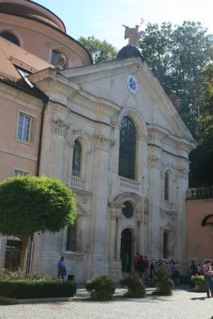 Klosterschenke Weltenburg: Portal der Klosterkirche