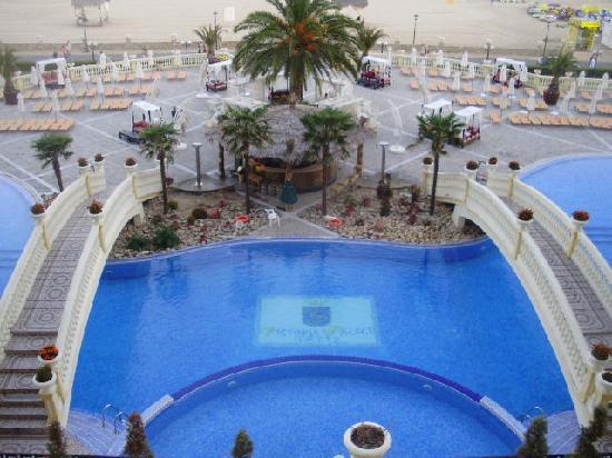 Victoria Palace Hotel & Spa: pool bar