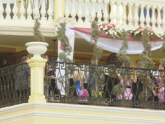 Victoria Palace Hotel & Spa: wedding on mezzanine floor which was closed the whole time