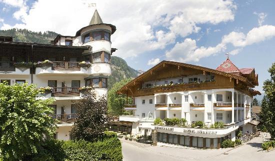 Berghof: Außenansicht Sommer