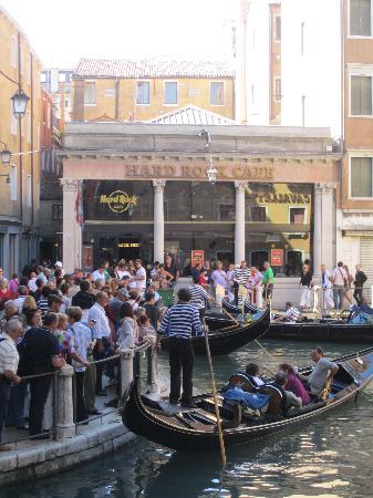 Hard Rock Cafe Venice: Outside