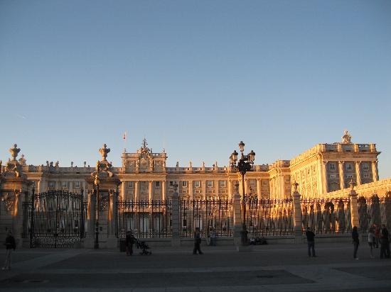 มาดริด, สเปน: the roal palace in madrid - spain