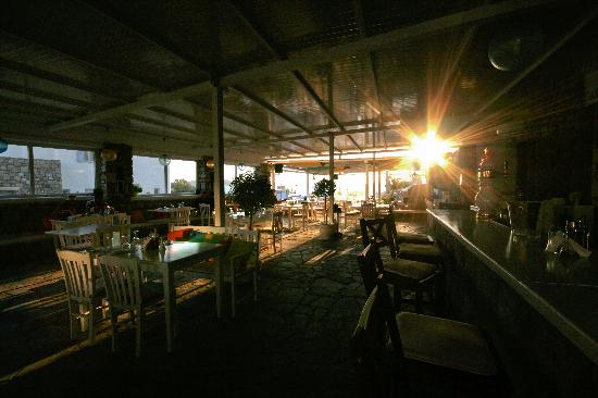 Bellissimo Resort: The restaurant and bar area