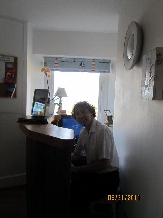 Belle Tout Lighthouse: Phil at work at the Reception desk