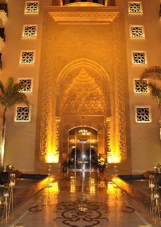 โรงแรมจูไมราซาบีลซาเรย์: Hotel entrance