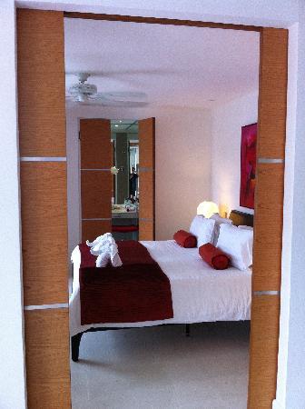 โรงแรมบีวายดี ลอฟท์ บูทีค แอนด์ เซอวิสอพาร์ตเมนท์: Door leading to bedroom