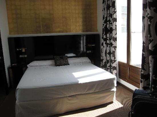 โรงแรมรูมเมท เลโอ: Room with balcony