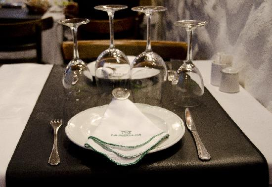 La Brigada: Table Setting