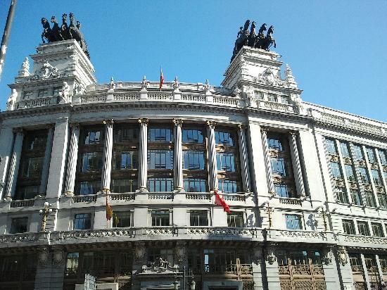 มาดริด, สเปน: alcala street - building - amacing horses on the top