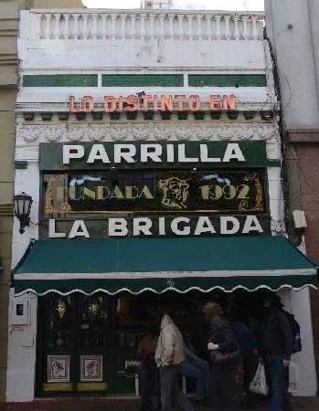 La Brigada Parrilla: Entrance