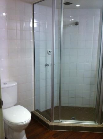 ไอบิส เมลเบิร์น: bathroom