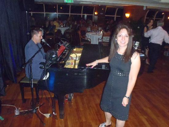 Carmen's At The Top-The Bridge: Piano Bar