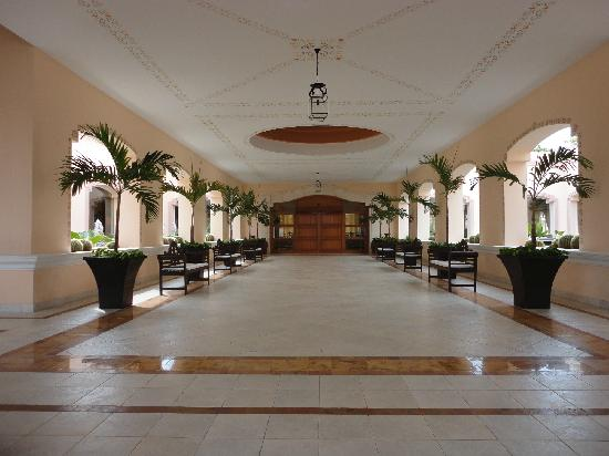 Excellence Riviera Cancun: Entry