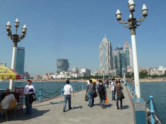 Zhanqiao Pier: Pier mit Blick zur Stadt