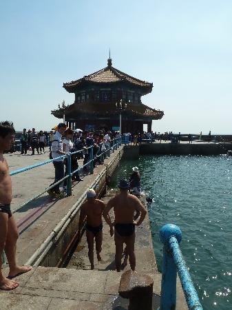 Zhanqiao Pier: Pier mit Blick zur Pagode