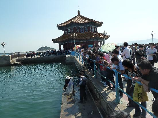 Zhanqiao Pier: viele Leute am Pier
