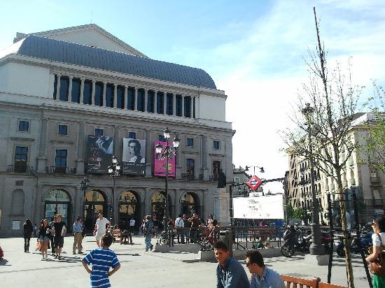 มาดริด, สเปน: the royal theatre - back side - isabel II square
