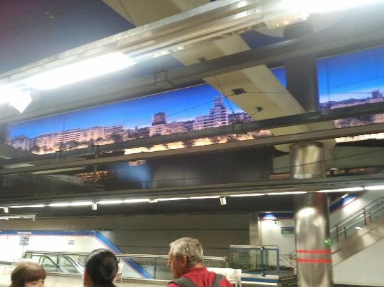 มาดริด, สเปน: nuevos ministerios station - 3metro lines and 8 train lines