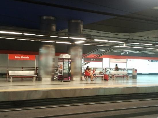 มาดริด, สเปน: nuevos ministerios station - 8 platform, to go to the centre