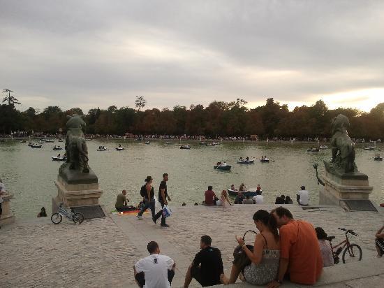มาดริด, สเปน: lake in retiro park - wonderful