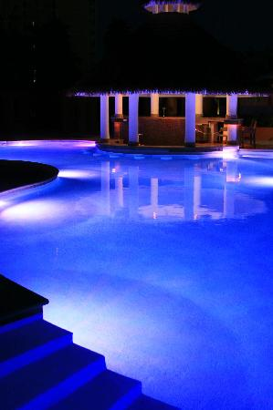 Secrets Wild Orchid Montego Bay: Swim Up Bar at Night