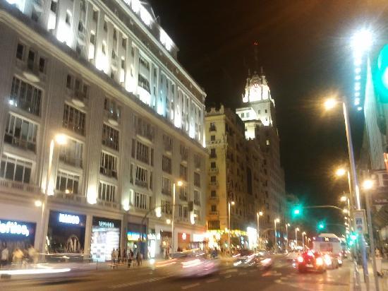 มาดริด, สเปน: gran via at night - crazy