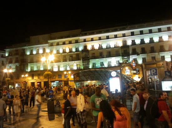 มาดริด, สเปน: puerta del sol, full as usual