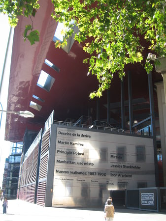 Madrid, Spanje: reina sofia museum - main entrance